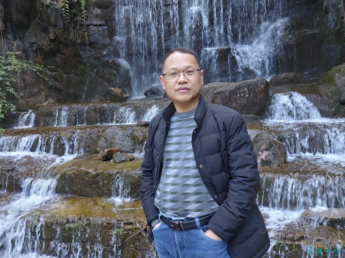 <a href='http://www.dushui.ren/huiyuan/' target='_blank'><u>诗人</u></a><a href='http://www.dushui.ren/zuojia/ghb/' target='_blank'><u>高宏标</u></a>简介