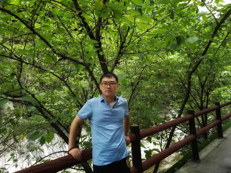<a href='http://www.dushui.ren/' target='_blank'><u>读睡诗社</u></a>会员<a href='http://www.dushui.ren/huiyuan/' target='_blank'><u>诗人</u></a><a href='http://www.dushui.ren/huiyuan/lanbing/' target='_blank'><u>蓝冰</u></a>简介